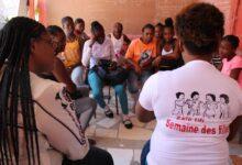 Photo of Zafè Tifi sensibilise des jeunes filles sur l'éducation sexuelle